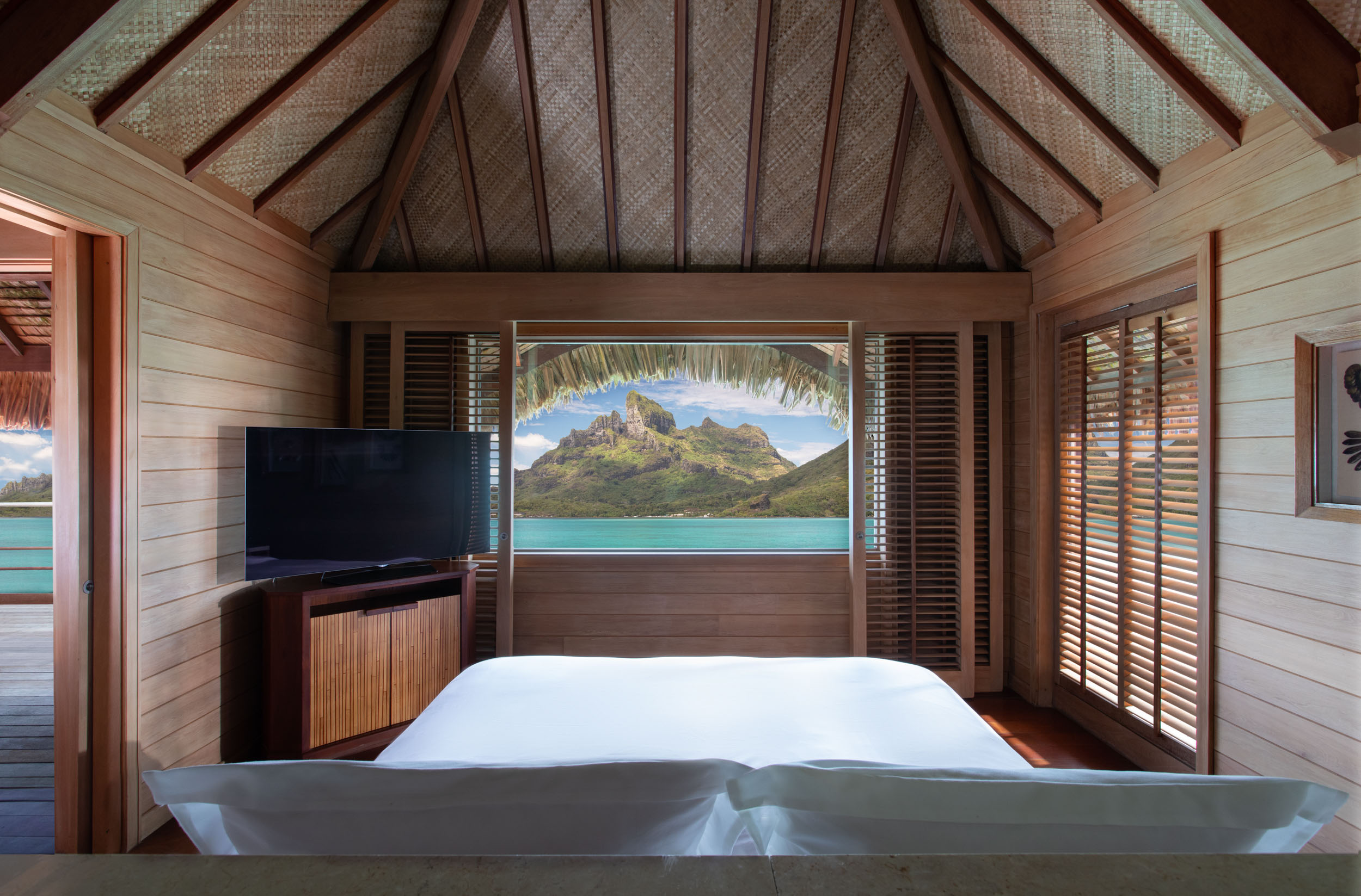 fs.borabora.otemanubangalow.bedroom.230-8144