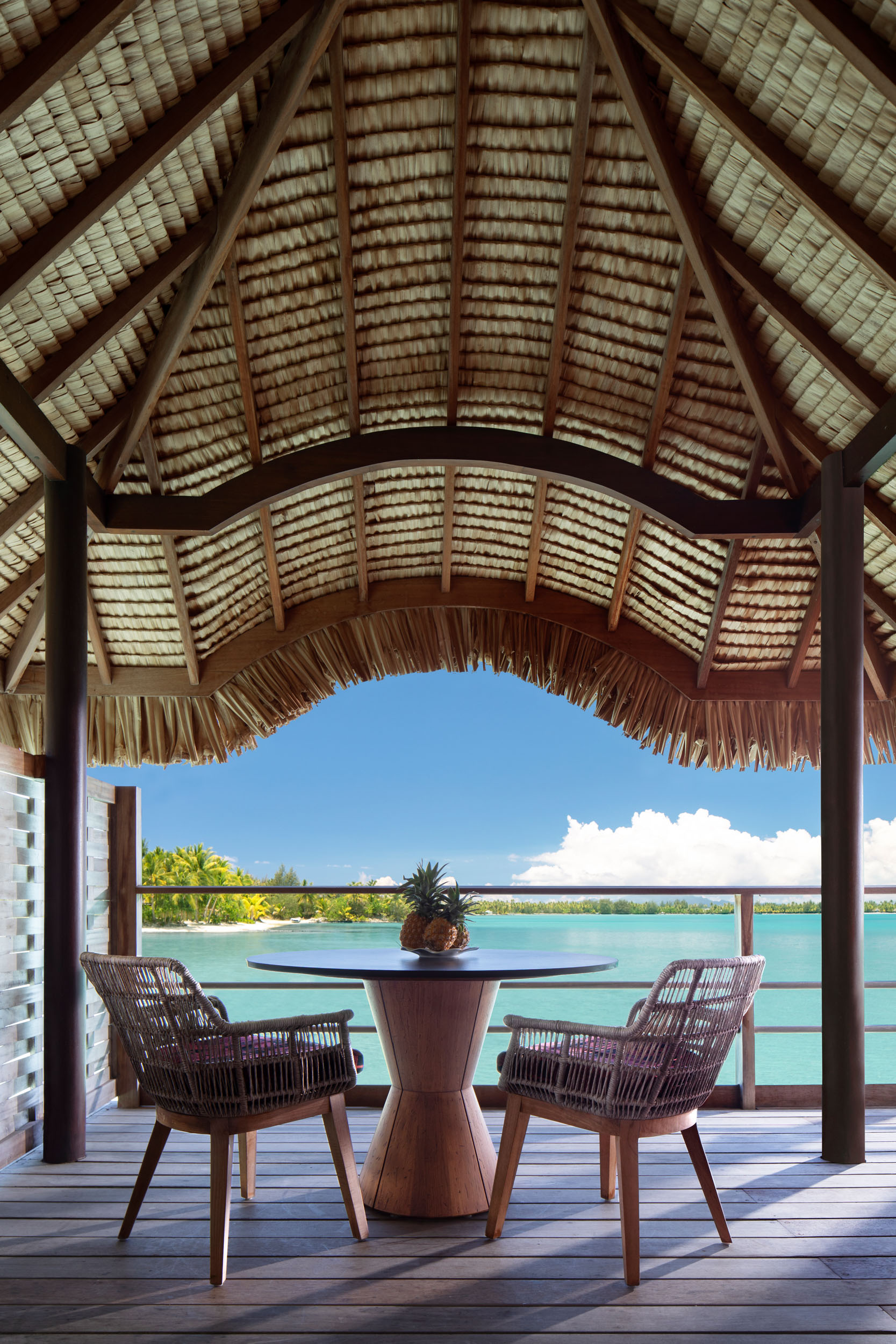 fs.borabora.standardwaterbungalow.deckdetail.304-8673